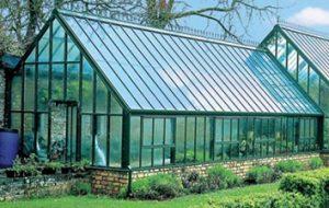گلخانه با سقف شیروانی